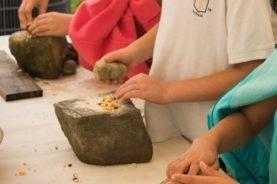 Native-New-York-hands-grinding-corn-in-mortars